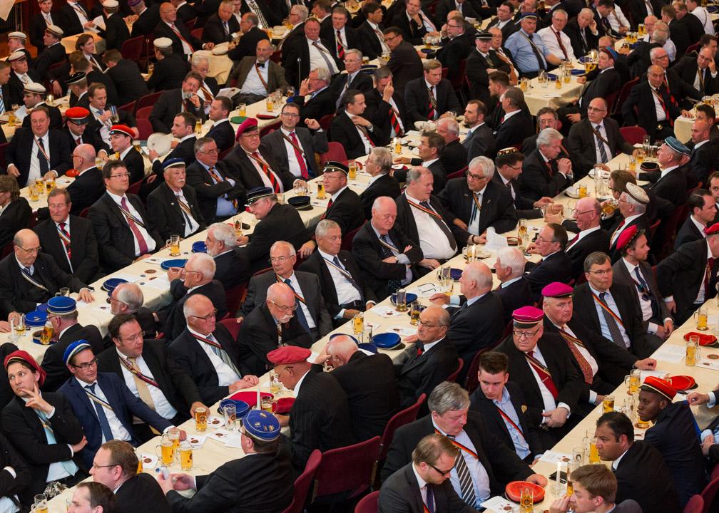 Am Festkommers am 12. Juni 2015 im Volkshaus, in Jena nahmen über 600 Burschenschafter teil.