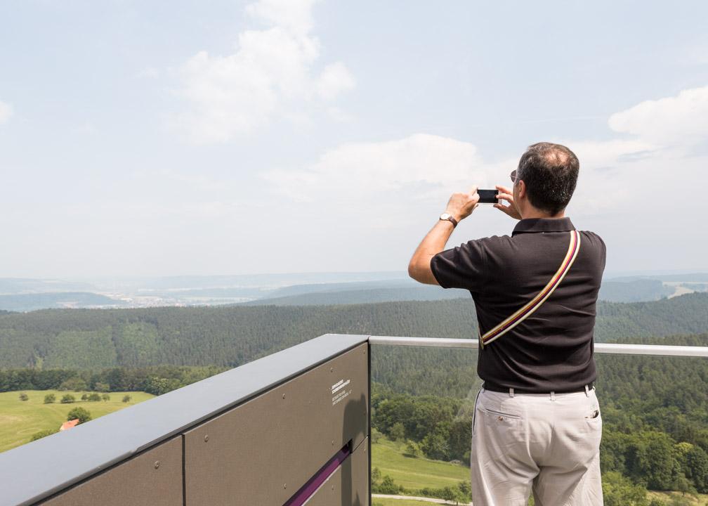 Burschenschafter am 13. Juni 2015 auf der Aussichtsplattform der Leuchtenburg bei Kahla, Thüringen.